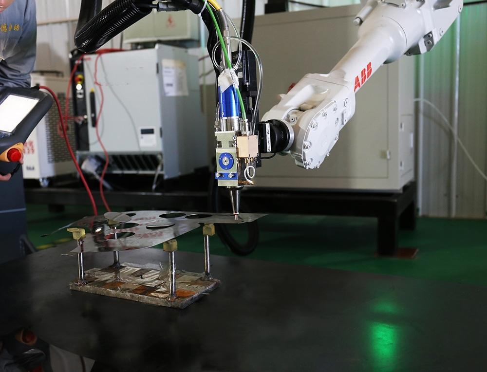 3D Robot Fiber Metal Laser Cutting Machine